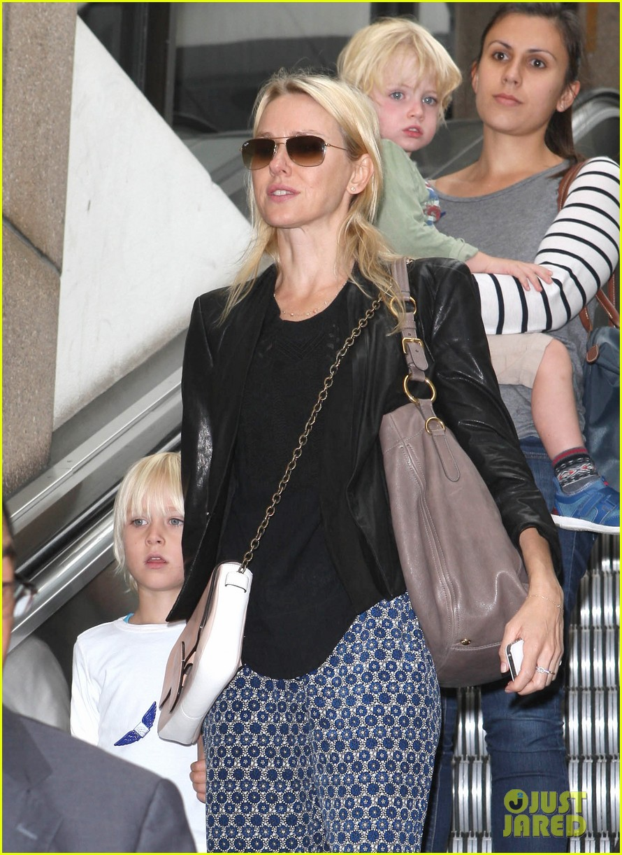 naomi watts flies the skies with sasha samuel 04