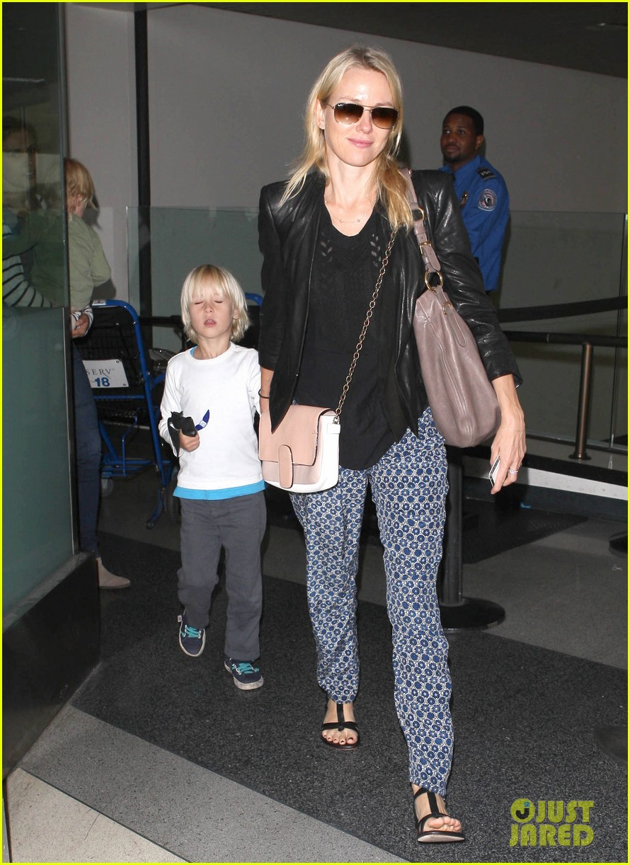 naomi watts flies the skies with sasha samuel 05