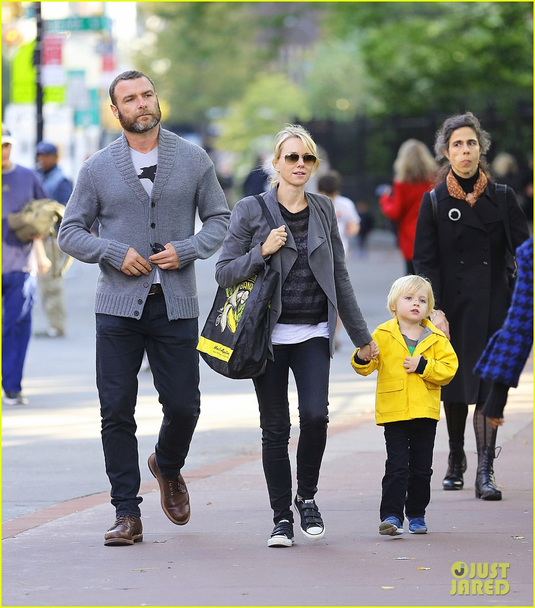 naomi watts sunday stroll family 022737947