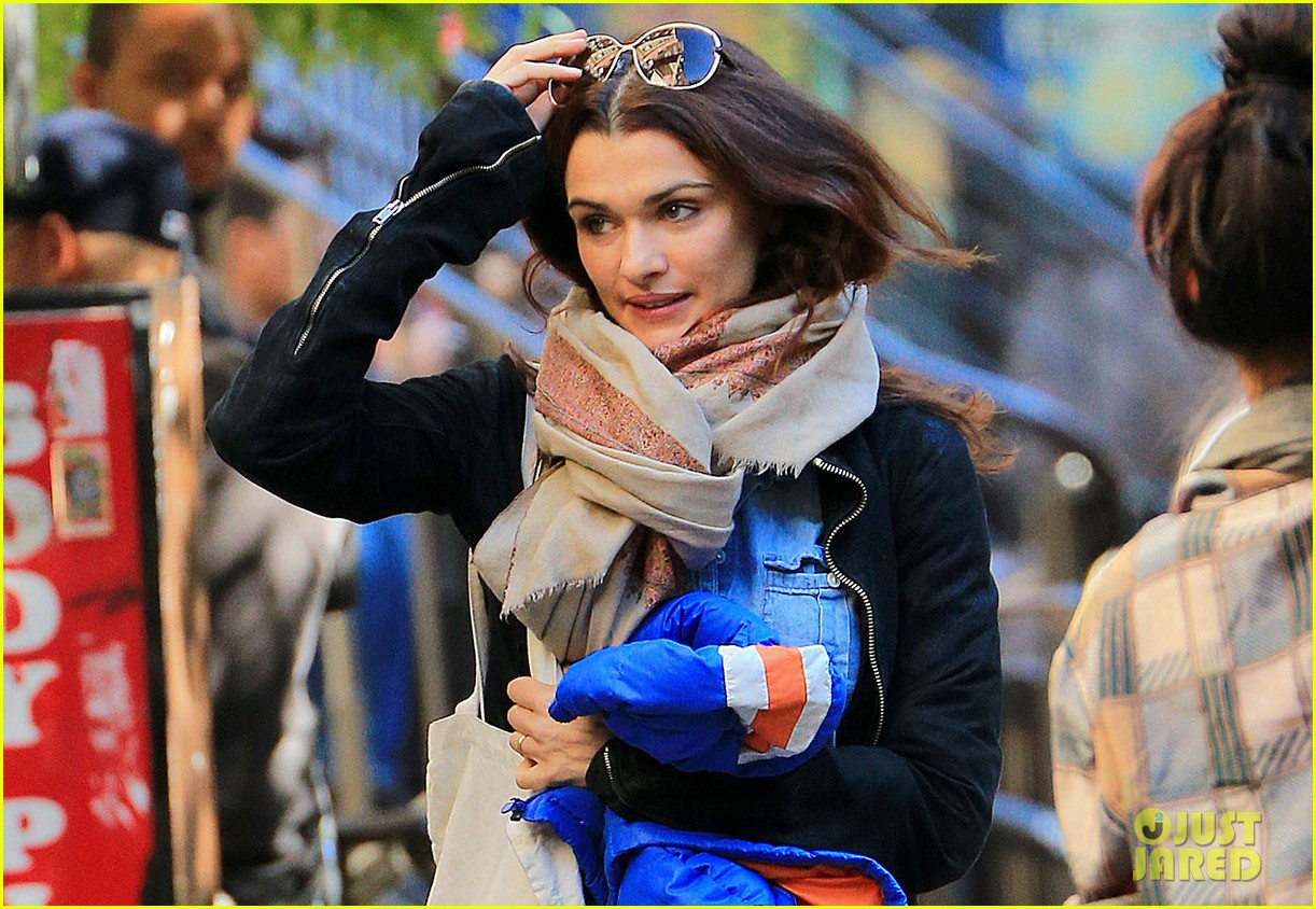 rachel weisz on the move in nyc 02