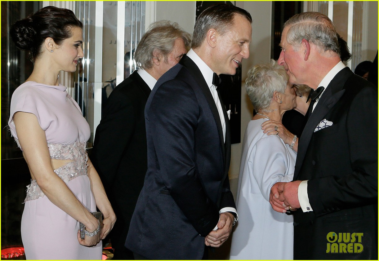 rachel weisz daniel craig meet the royals at skyfall premiere 02