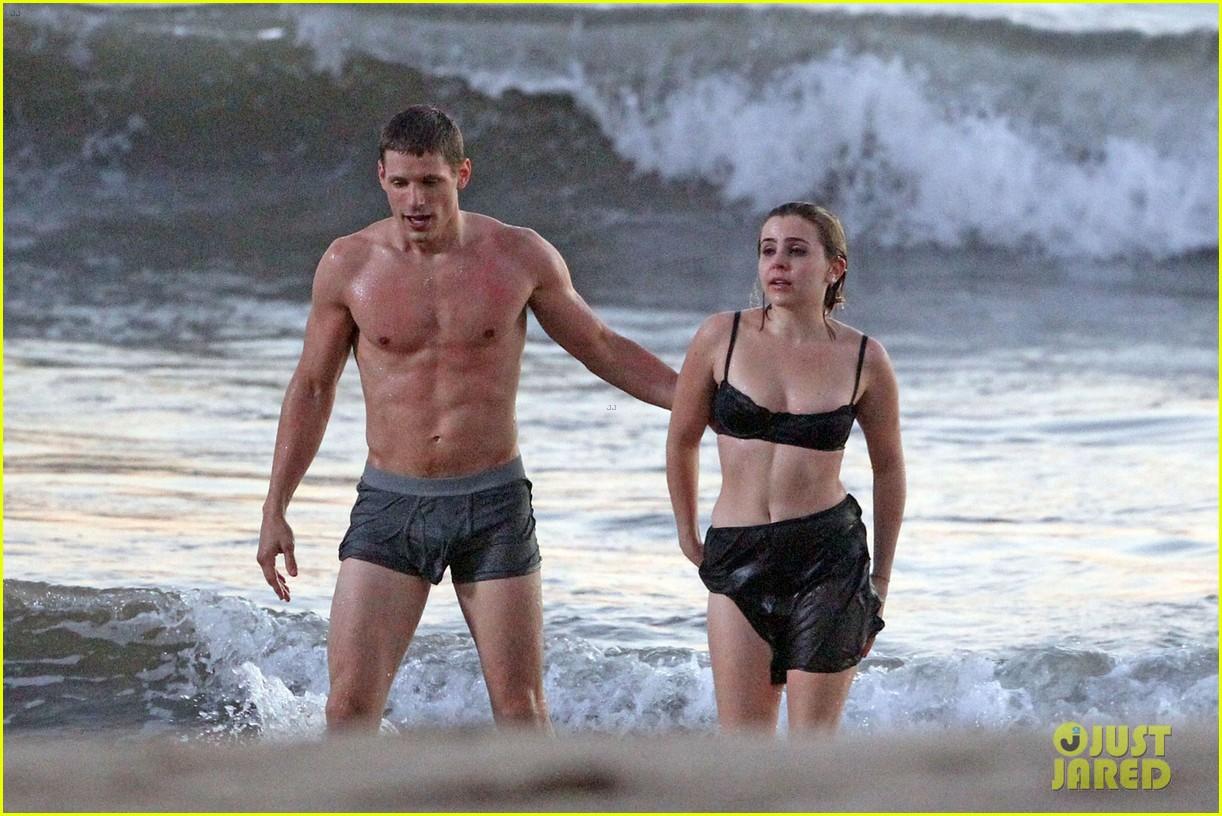 mae whitman matt lauria steamy parenthood beach scenes 04