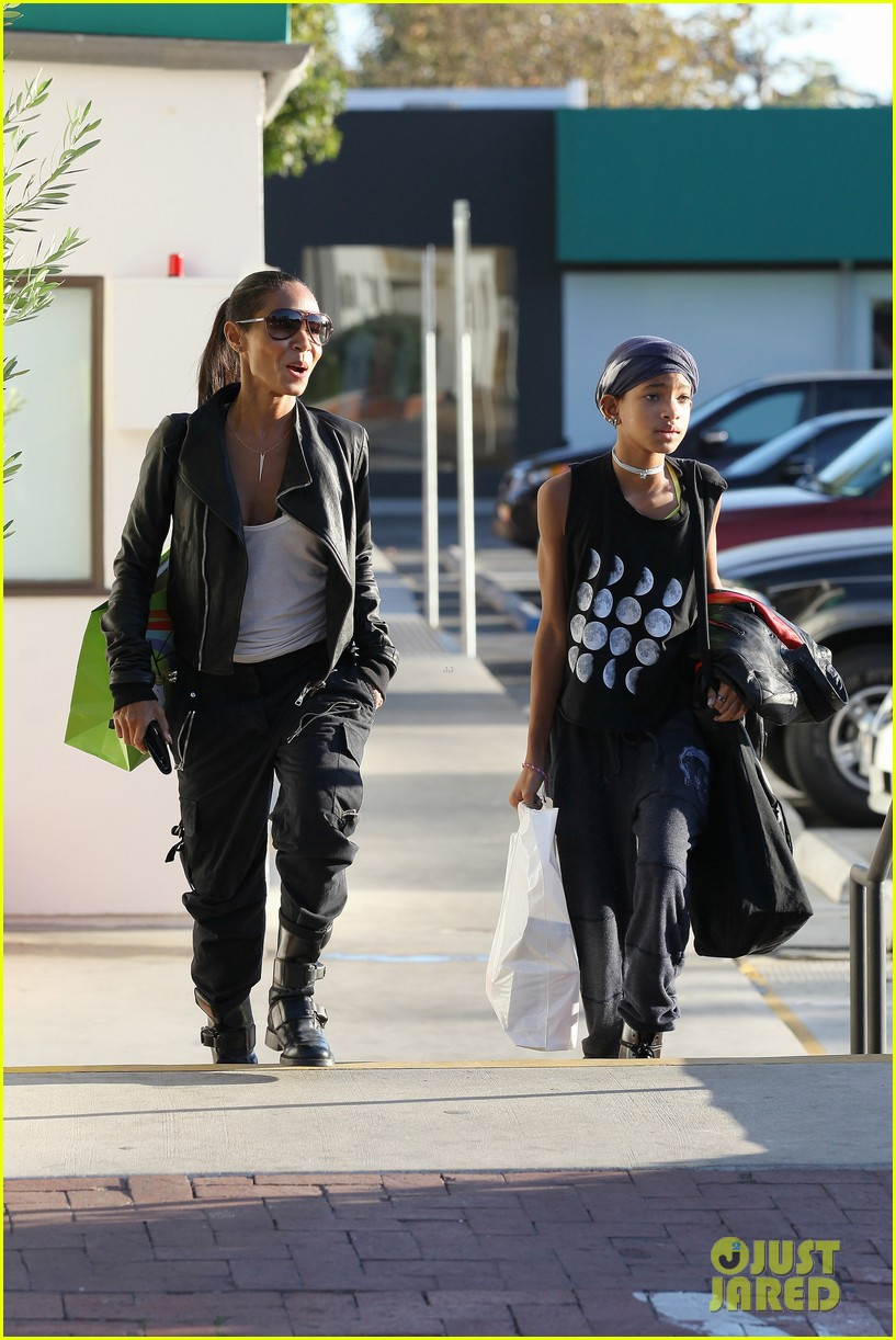 willow smith tra di noi lunch with mom jada 16
