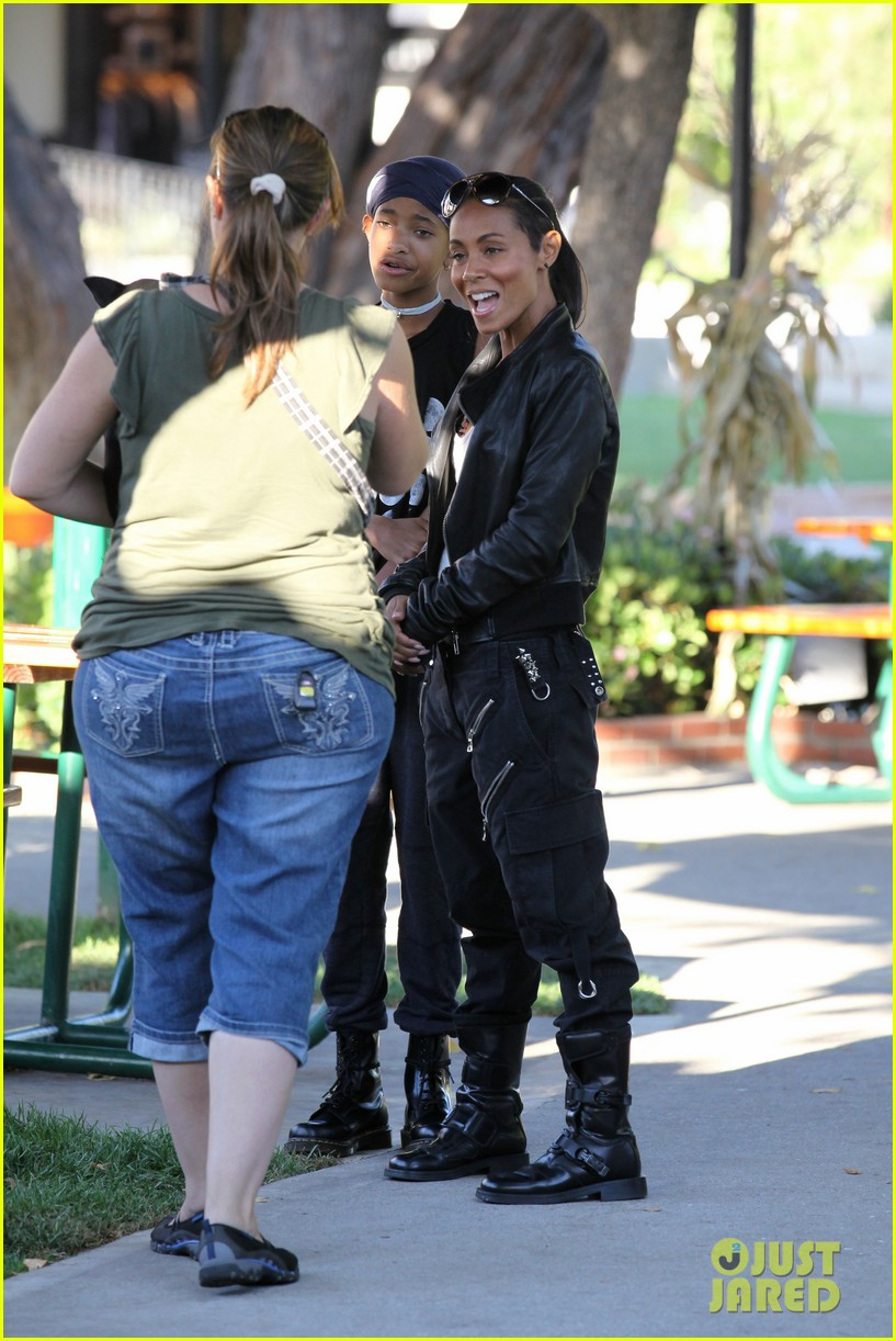 willow smith tra di noi lunch with mom jada 20