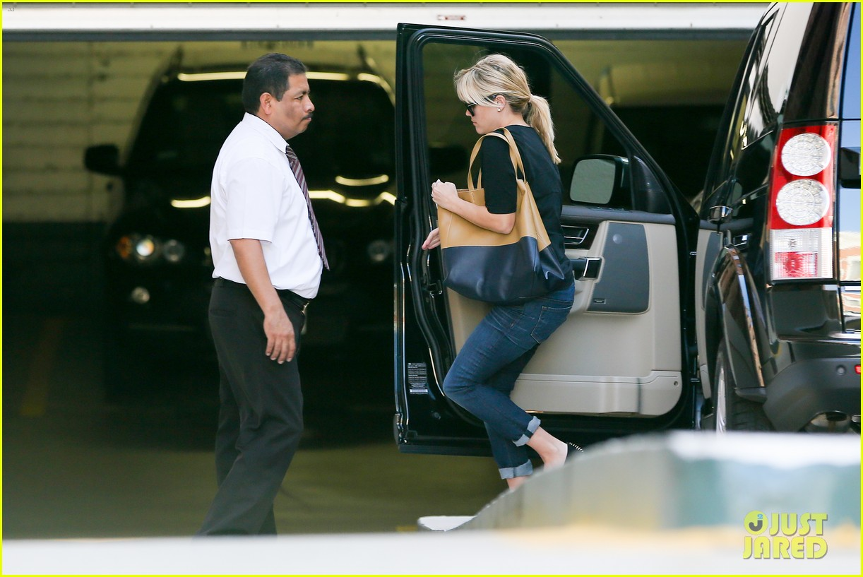 reese witherspoon post baby checkup with jim toth 082740737