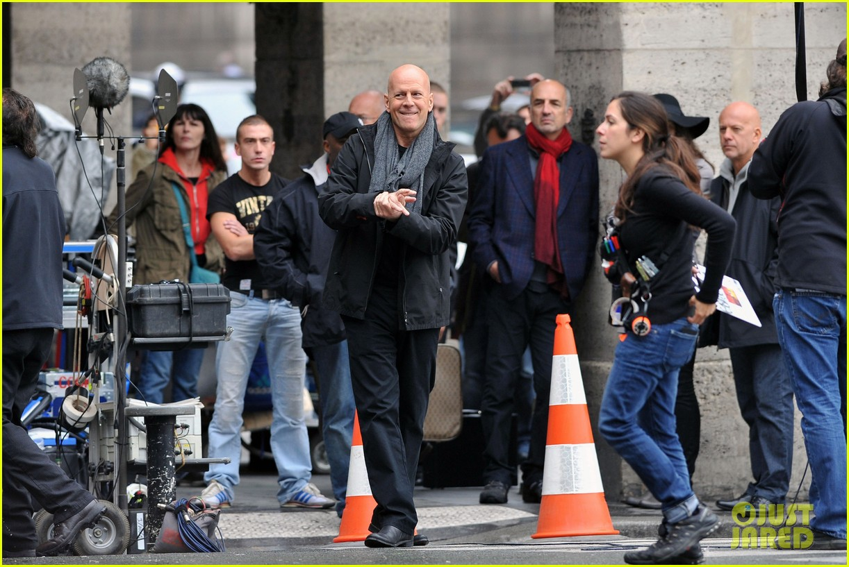 catherine zeta jones bruce willis red set 08