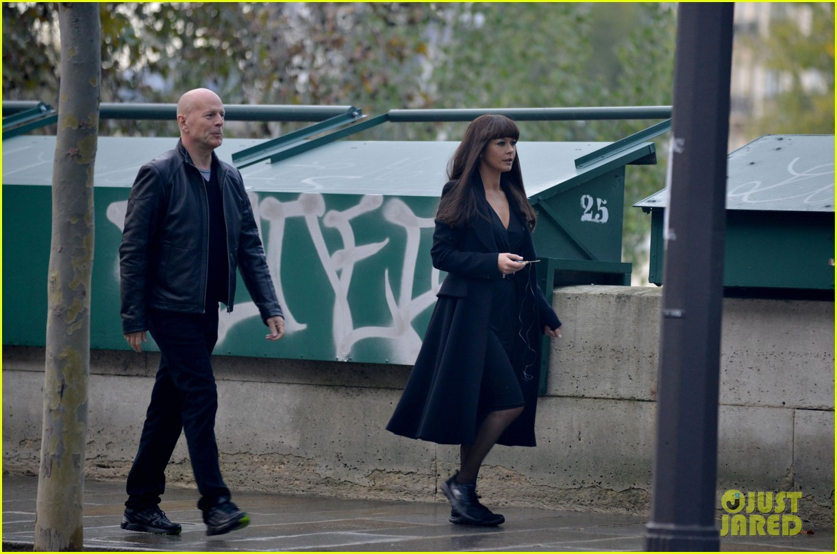 catherine zeta jones bruce willis red set 372737041