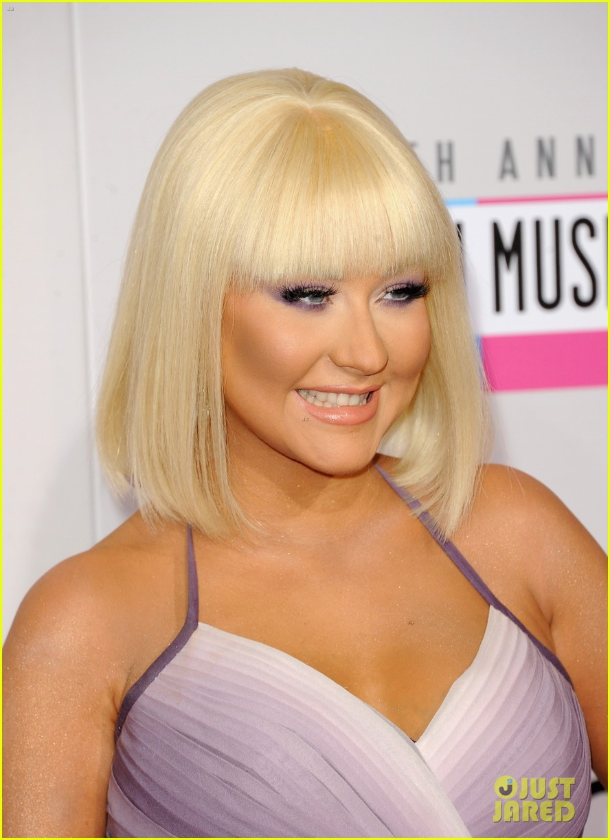 christina aguilera amas 2012 red carpet 04
