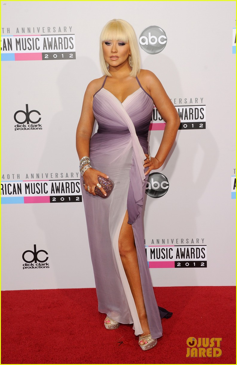 christina aguilera amas 2012 red carpet 05