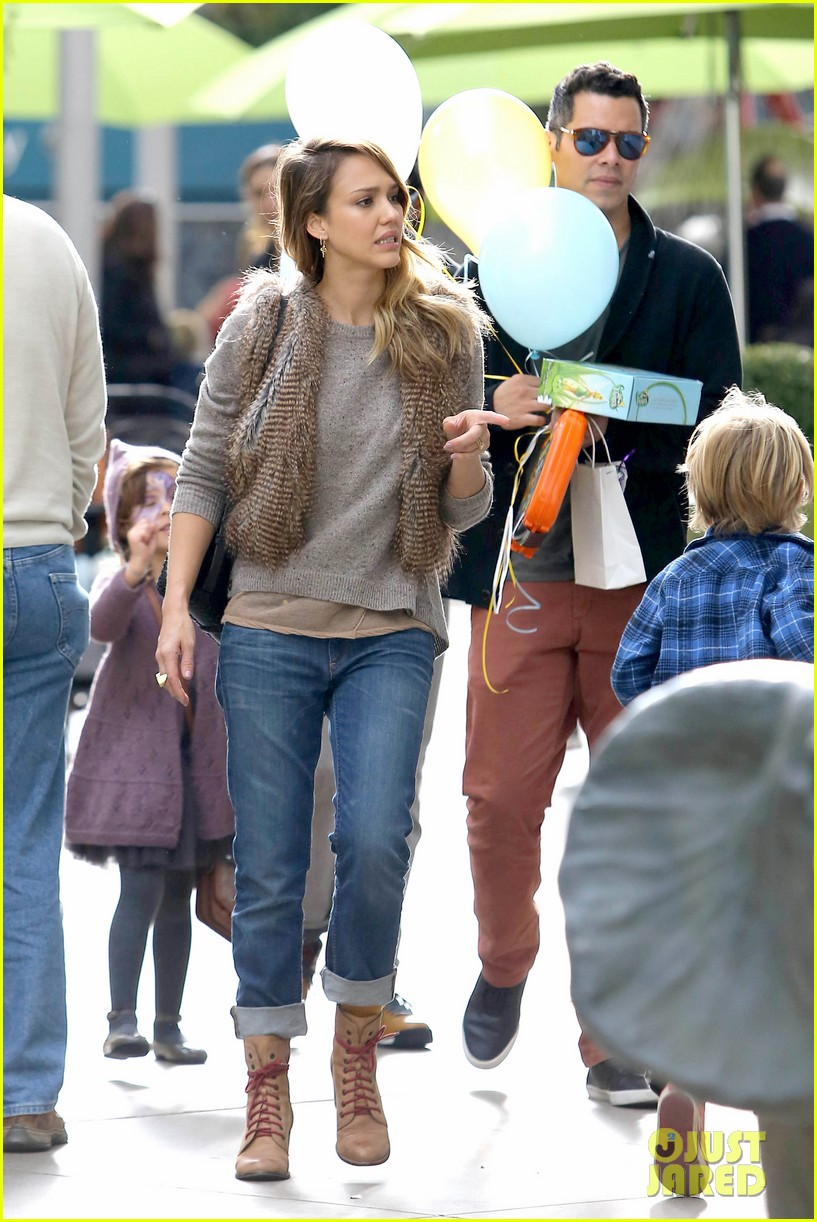 jessica alba cash warren giggles n hugs with honor 242754897