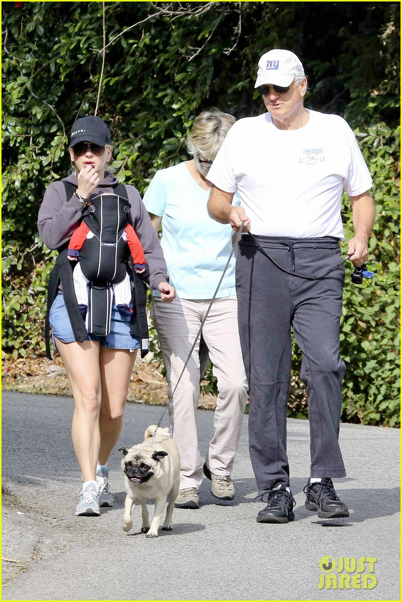 anna faris family walk with baby jack 14
