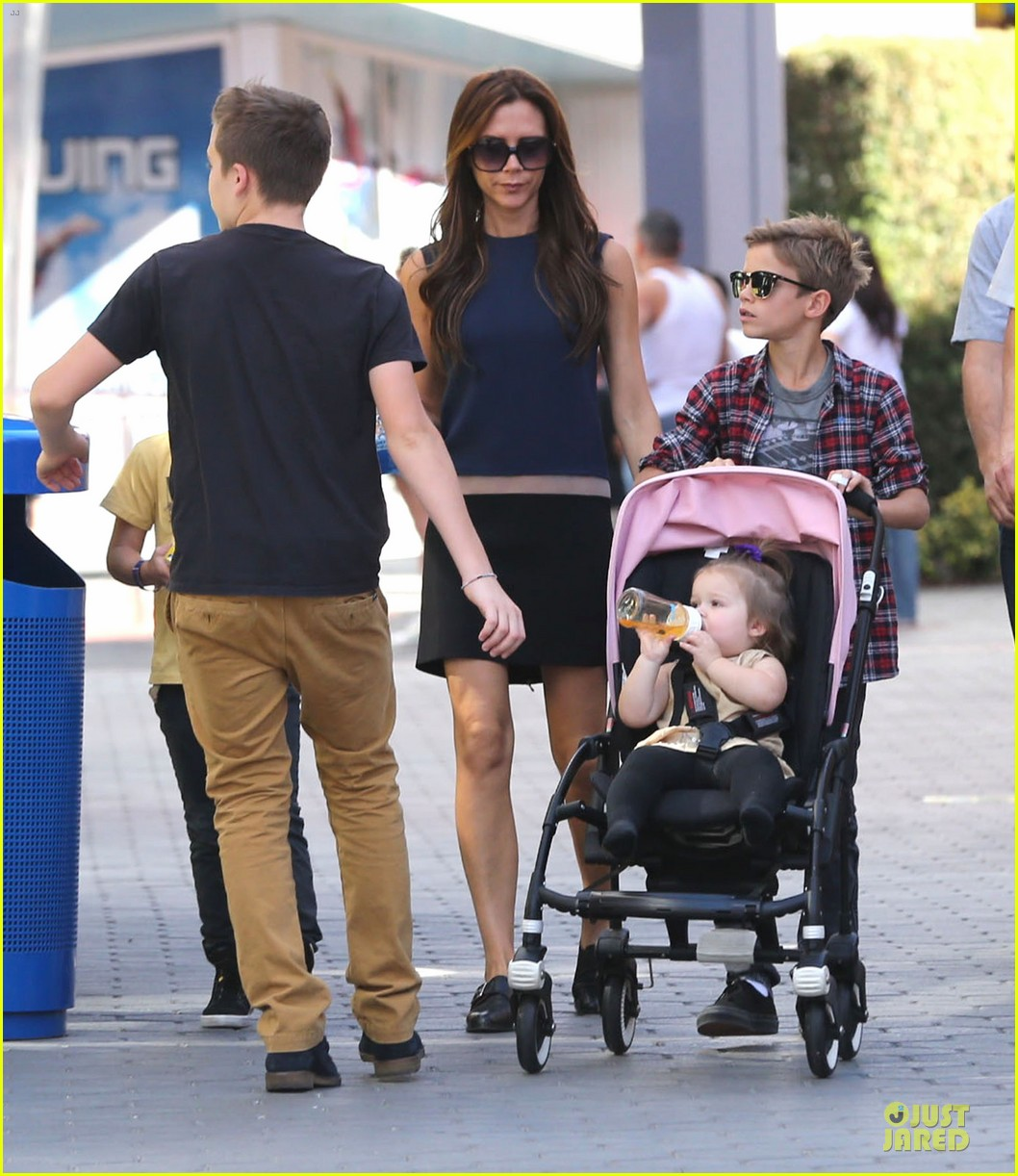 victoria beckham universal city walk with the kids 16