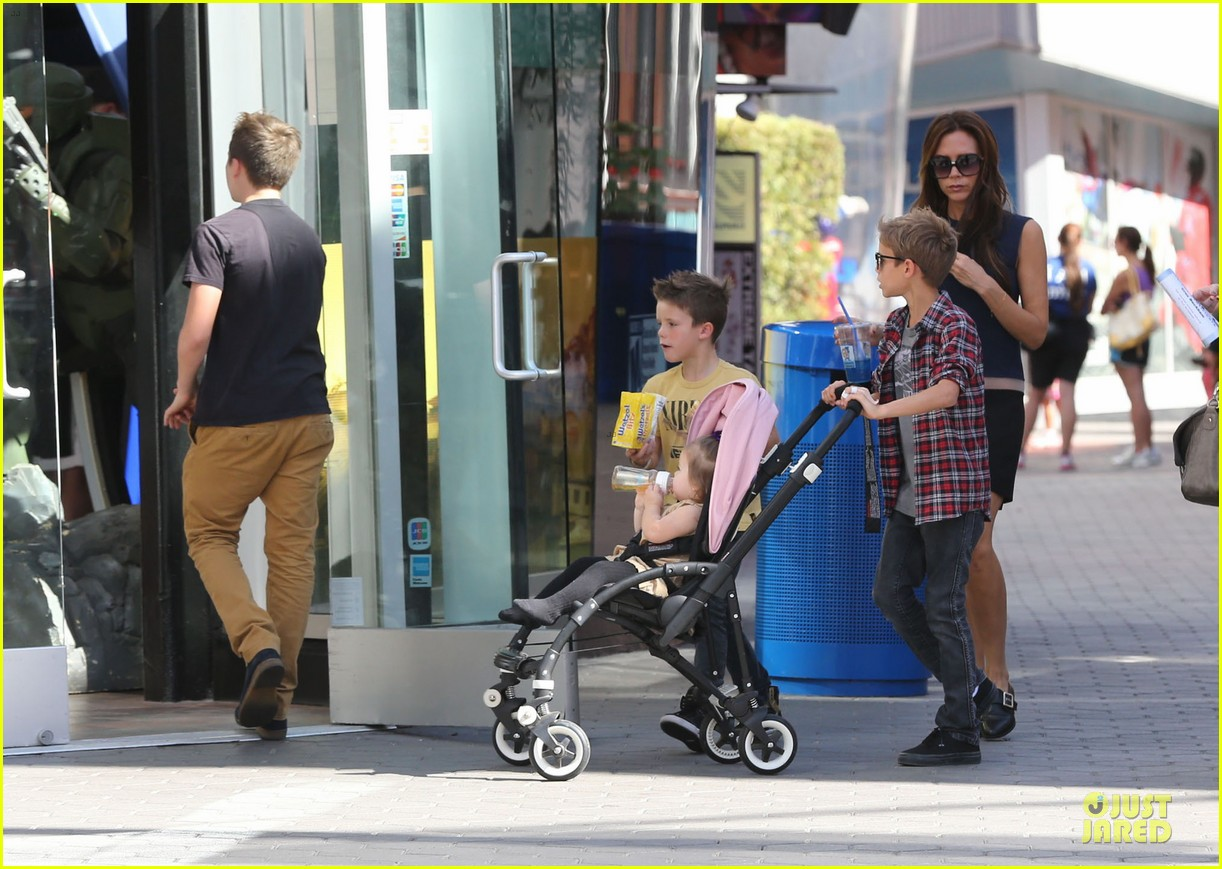 victoria beckham universal city walk with the kids 192751126