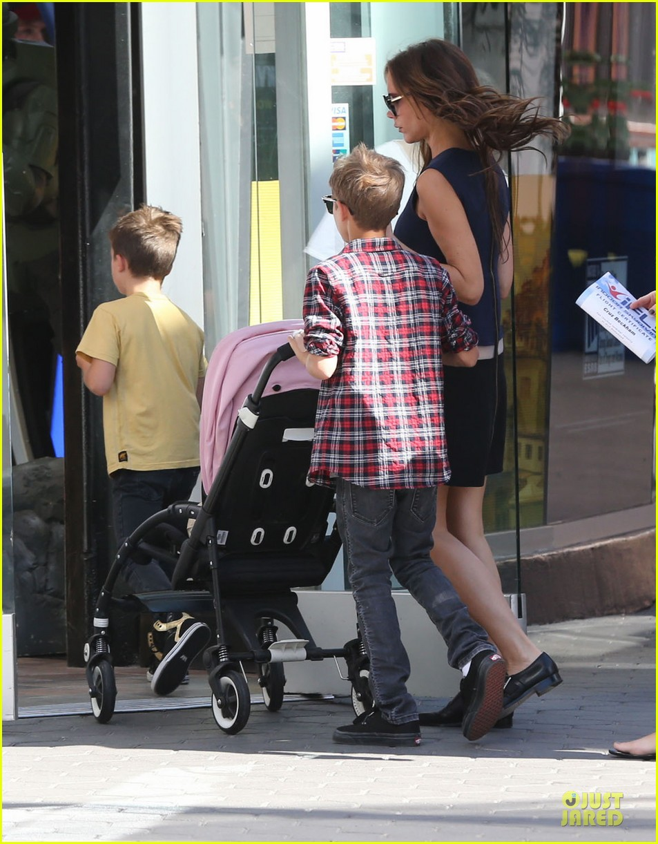 victoria beckham universal city walk with the kids 212751128