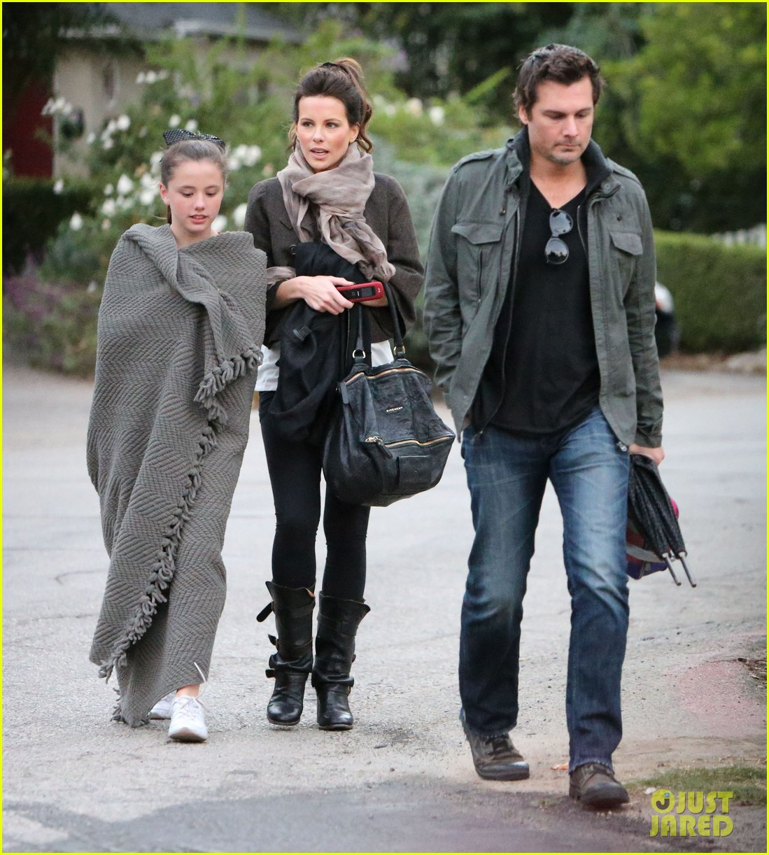 kate beckinsale family football game 03