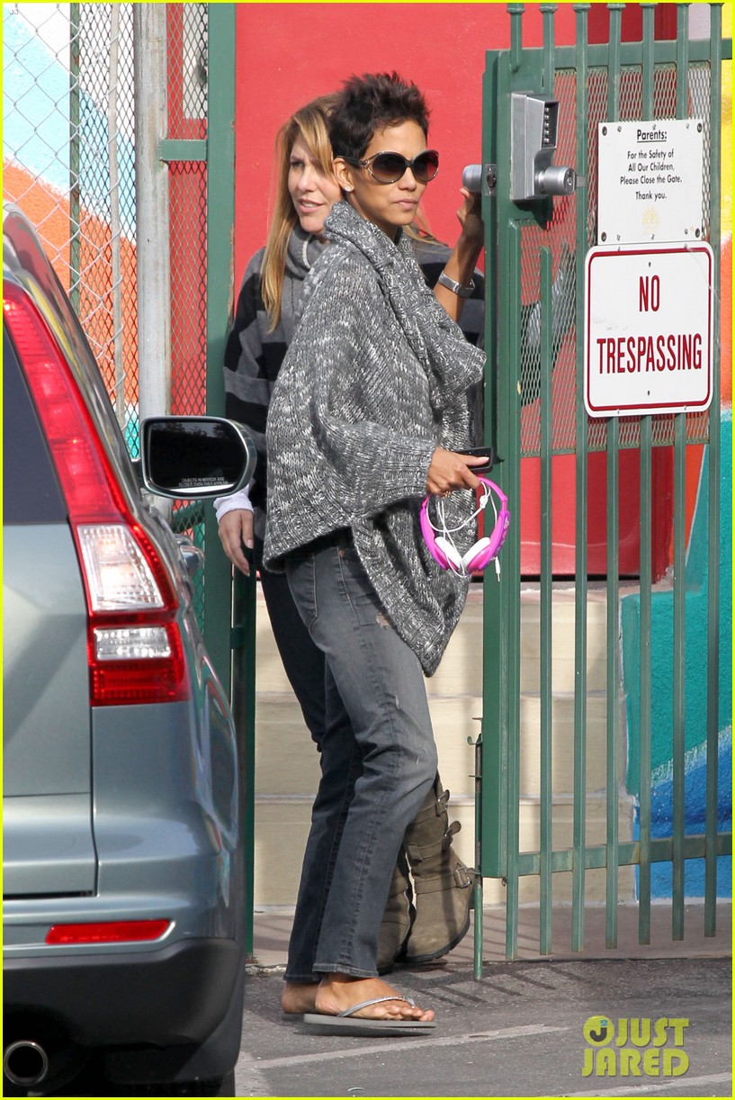 halle berry drops nahla off at school 012764671
