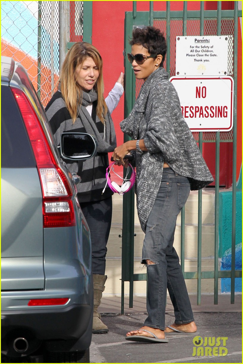 halle berry drops nahla off at school 05