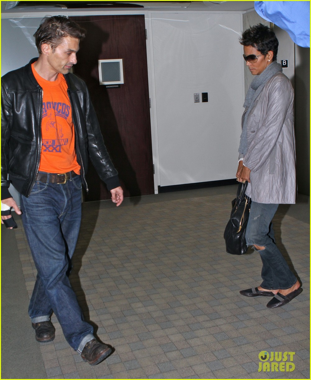 halle berry olivier martinez lawyer visit 01