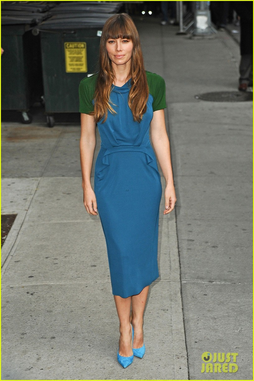 jessica biel promotes hitchock on letterman 03