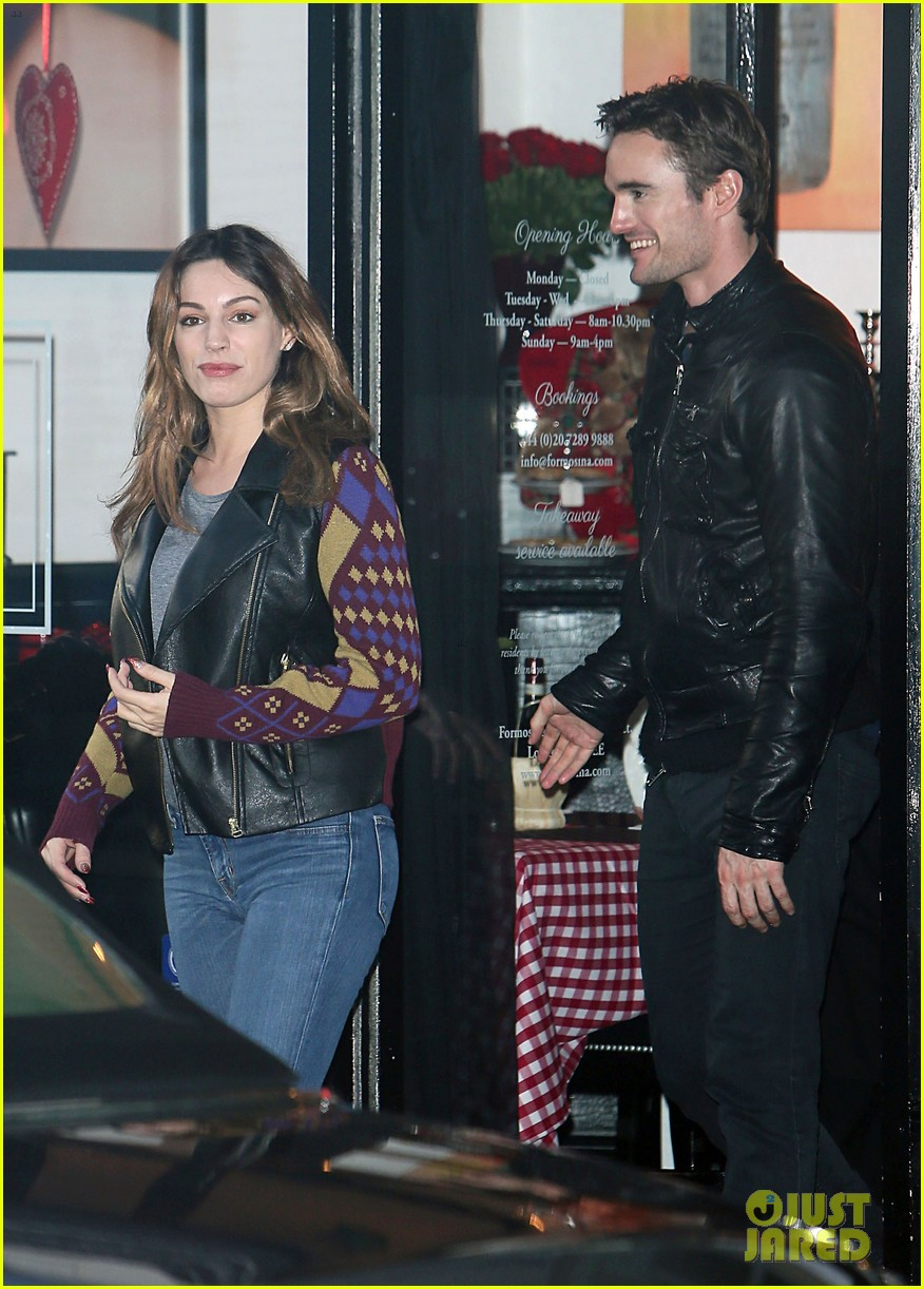 kelly brook birthday stroll with boyfriend 04