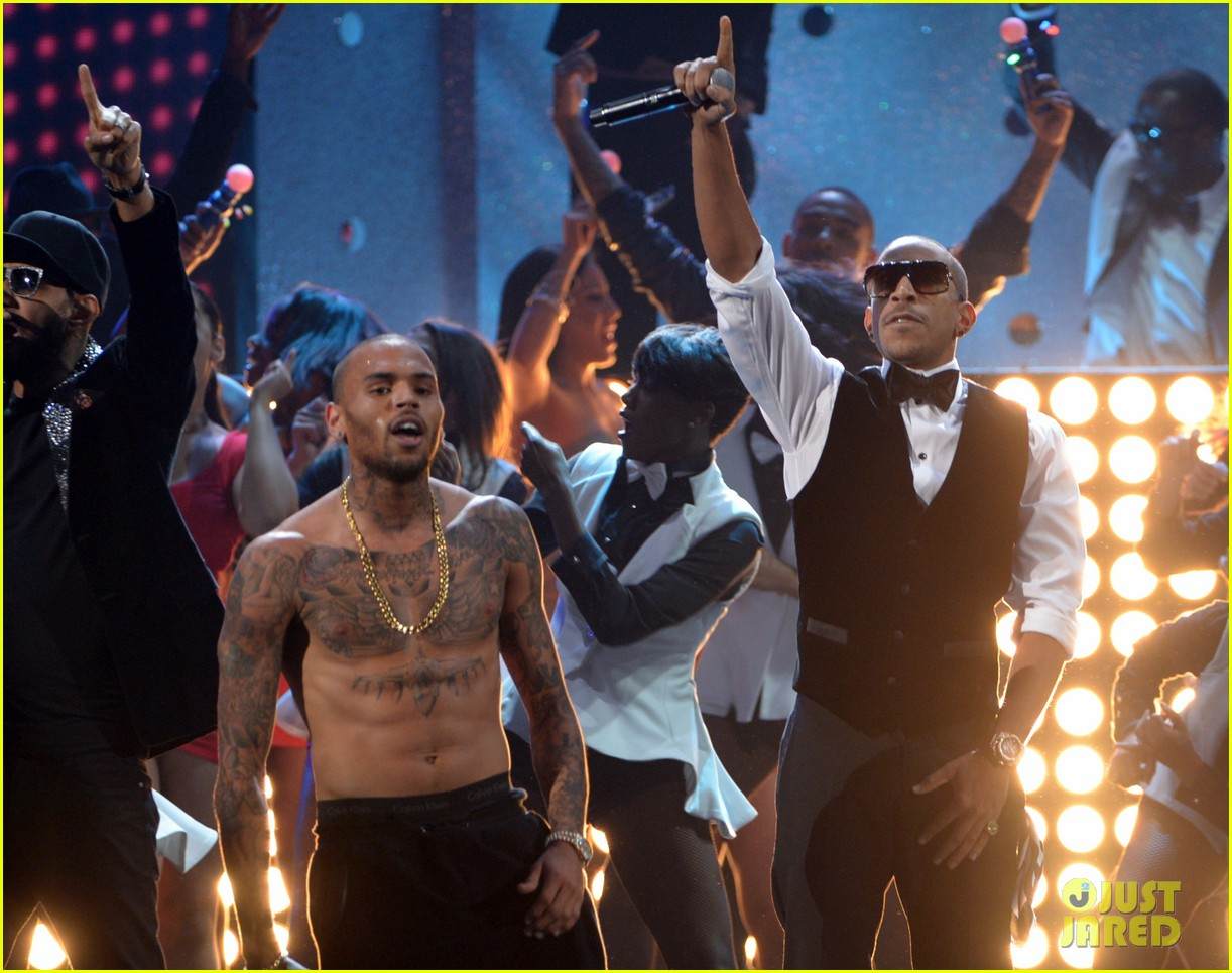 chris brown ludacris swizz beatz amas performance 052760439