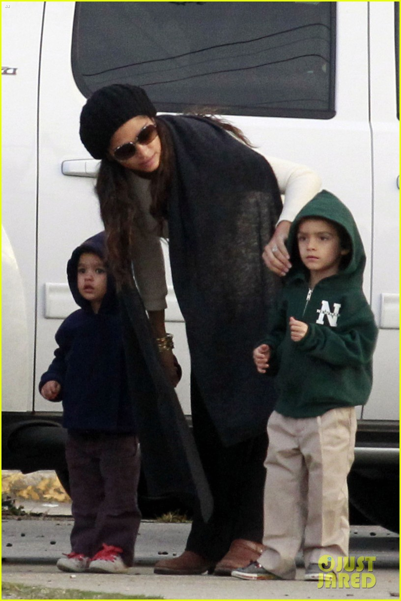 sandra bullock camila alves hang out with the kids 03