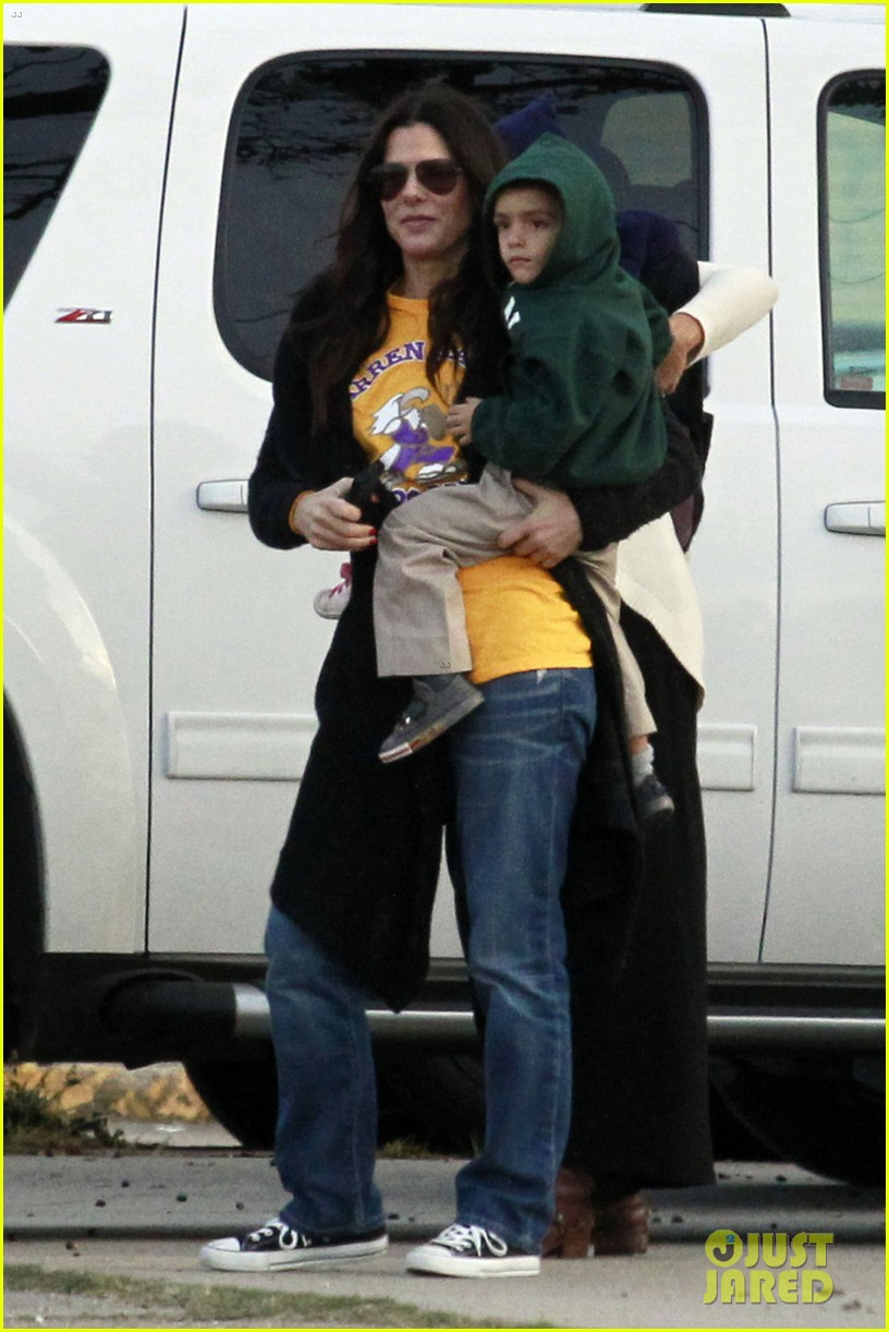 sandra bullock camila alves hang out with the kids 082757653