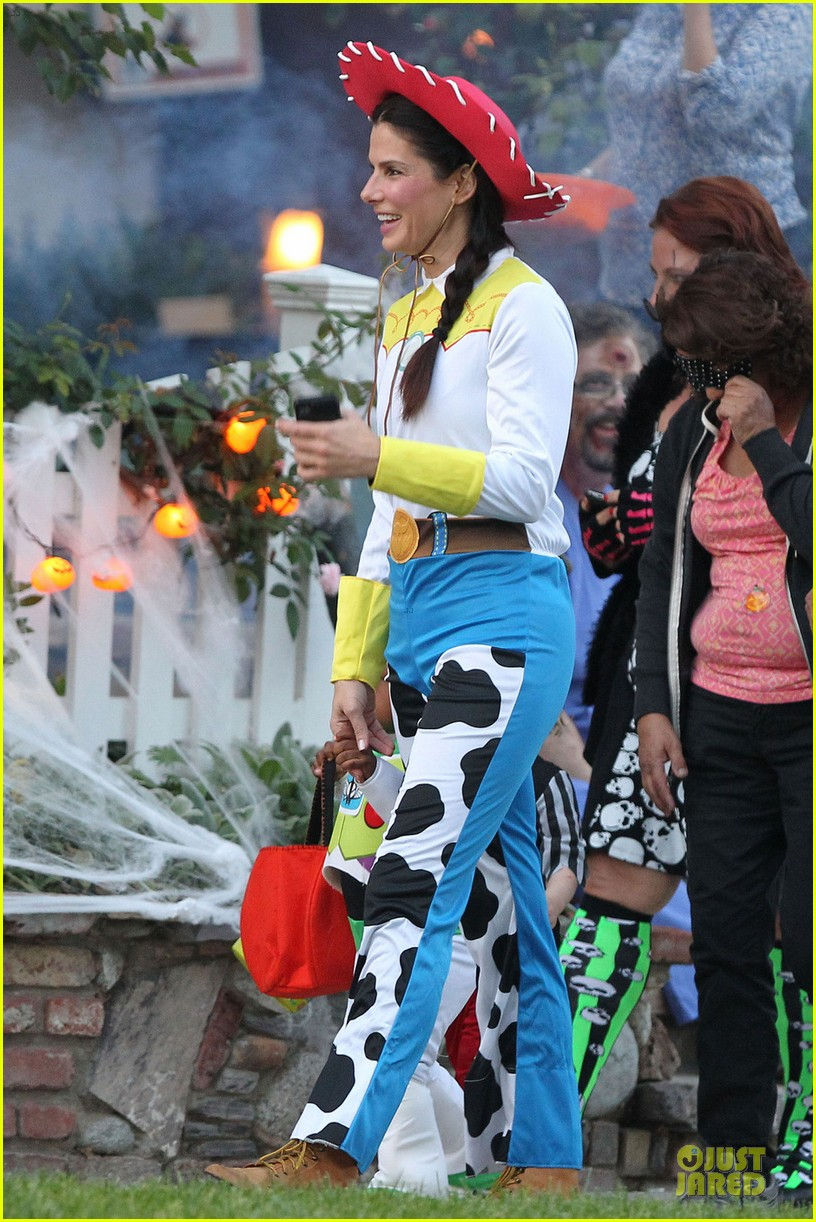 sandra bullock louis toy story halloween duo 07