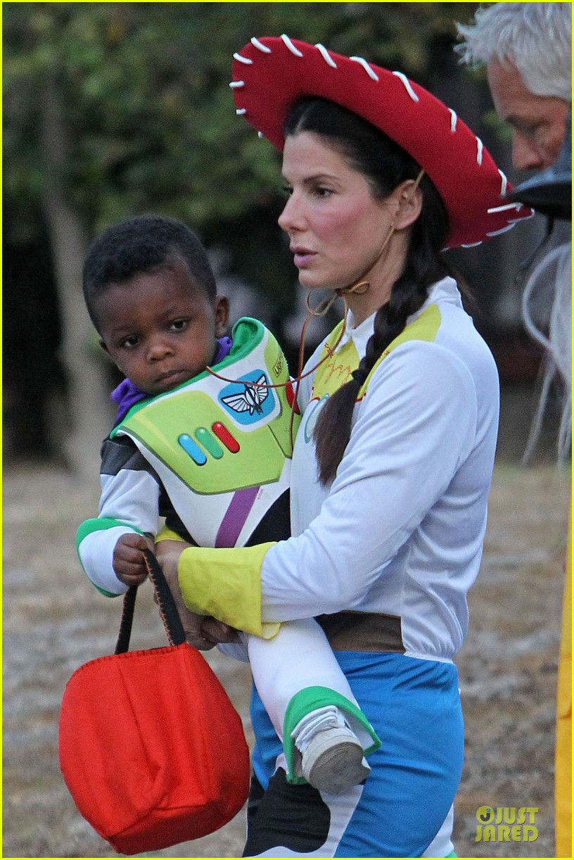 sandra bullock louis toy story halloween duo 10