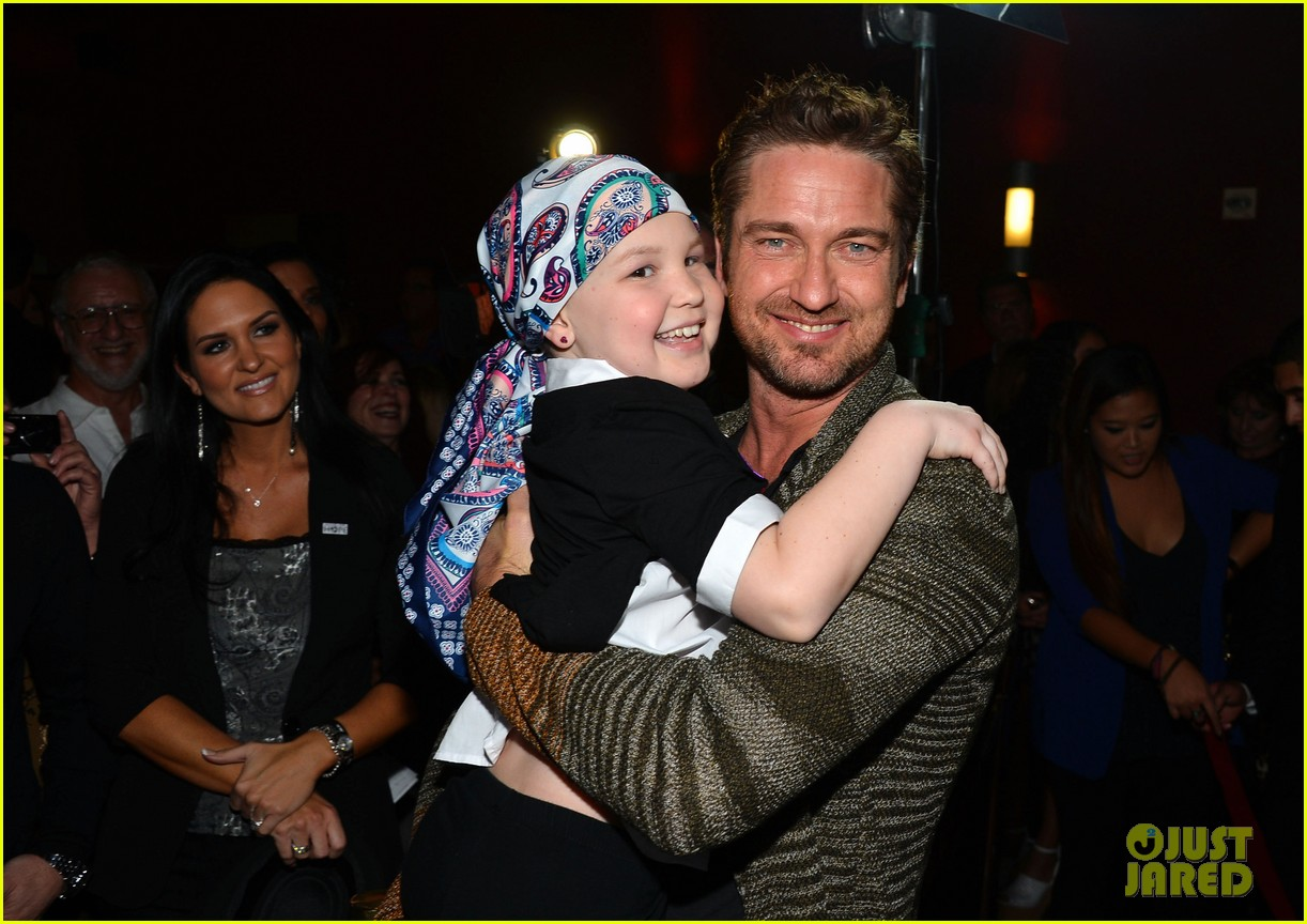 gerard butler playing for keeps childrens hospital screening 04