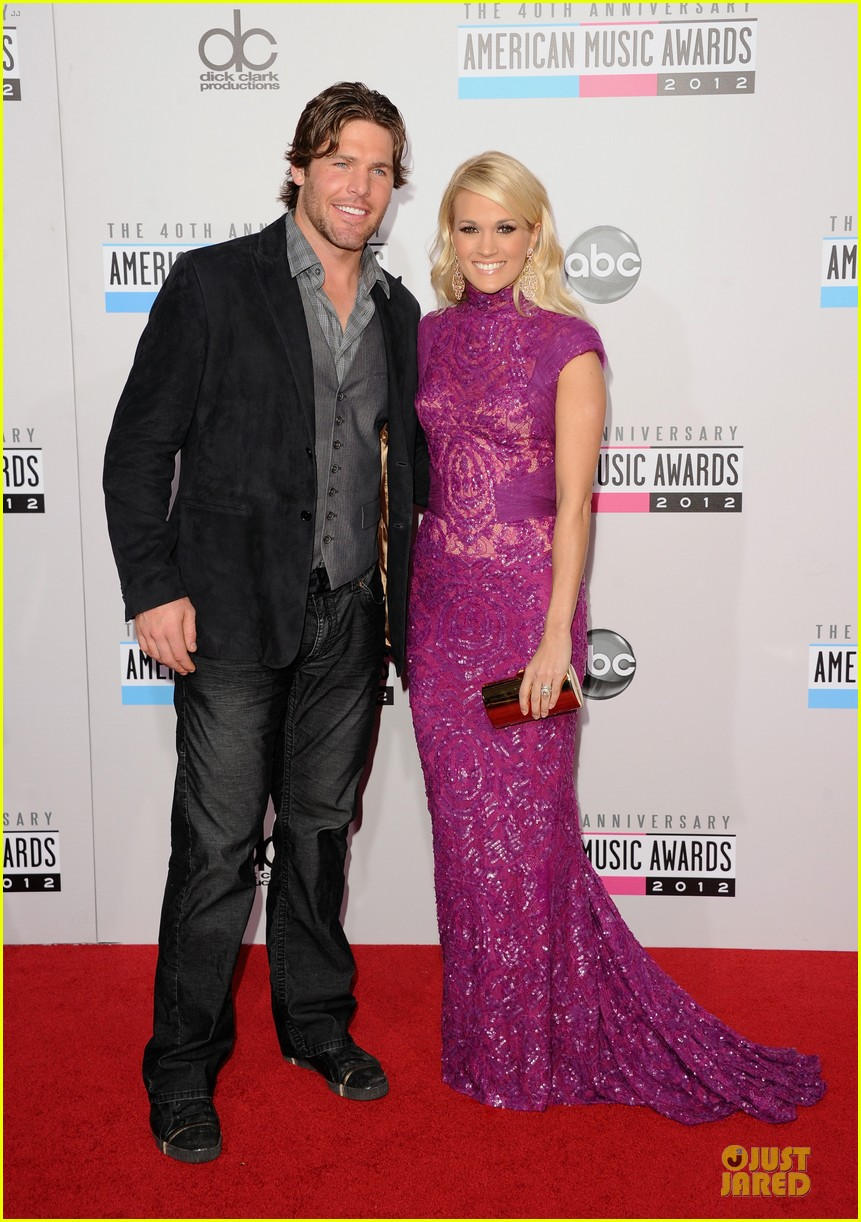 carrie underwood amas red carpet 03
