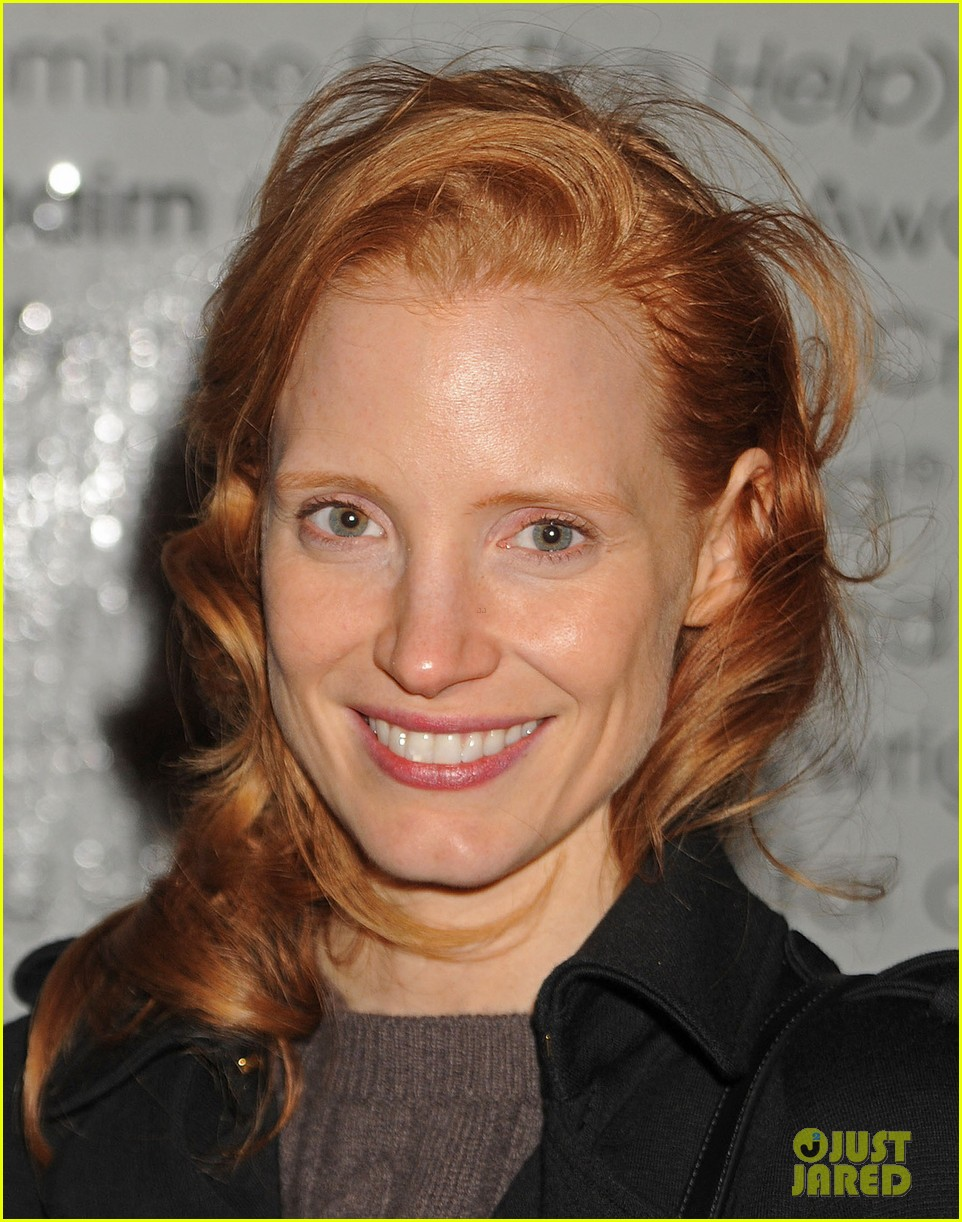 WAIFU THREAD Jessica-chastain-dan-stevens-heiress-stage-door-exit-04
