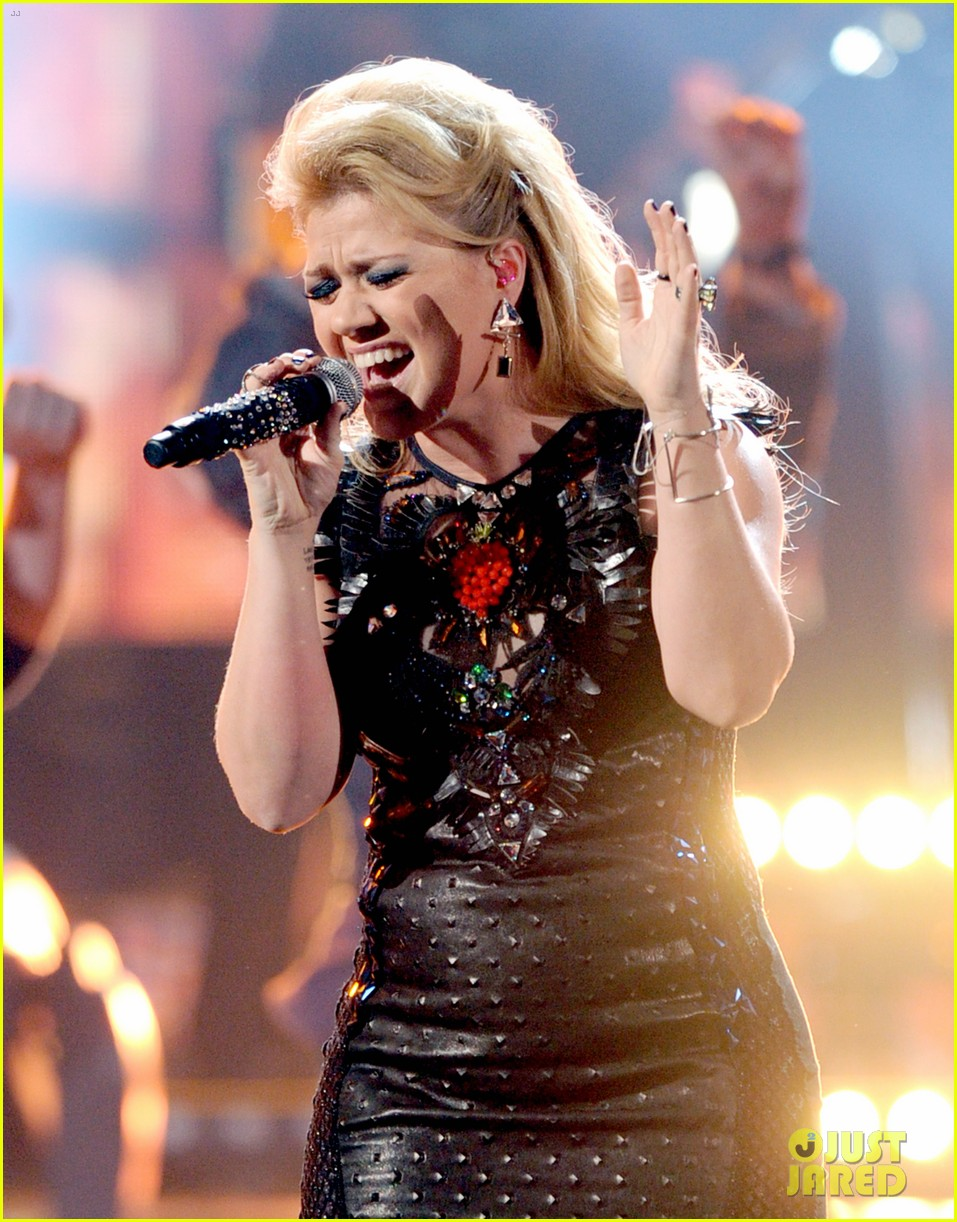 kelly clarkson greatest hits amas performance watch now 012760325