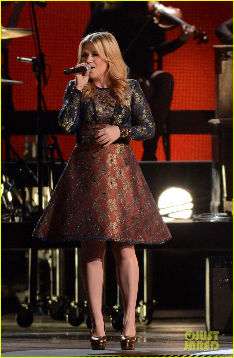 kelly clarkson live performance cmas 032749652
