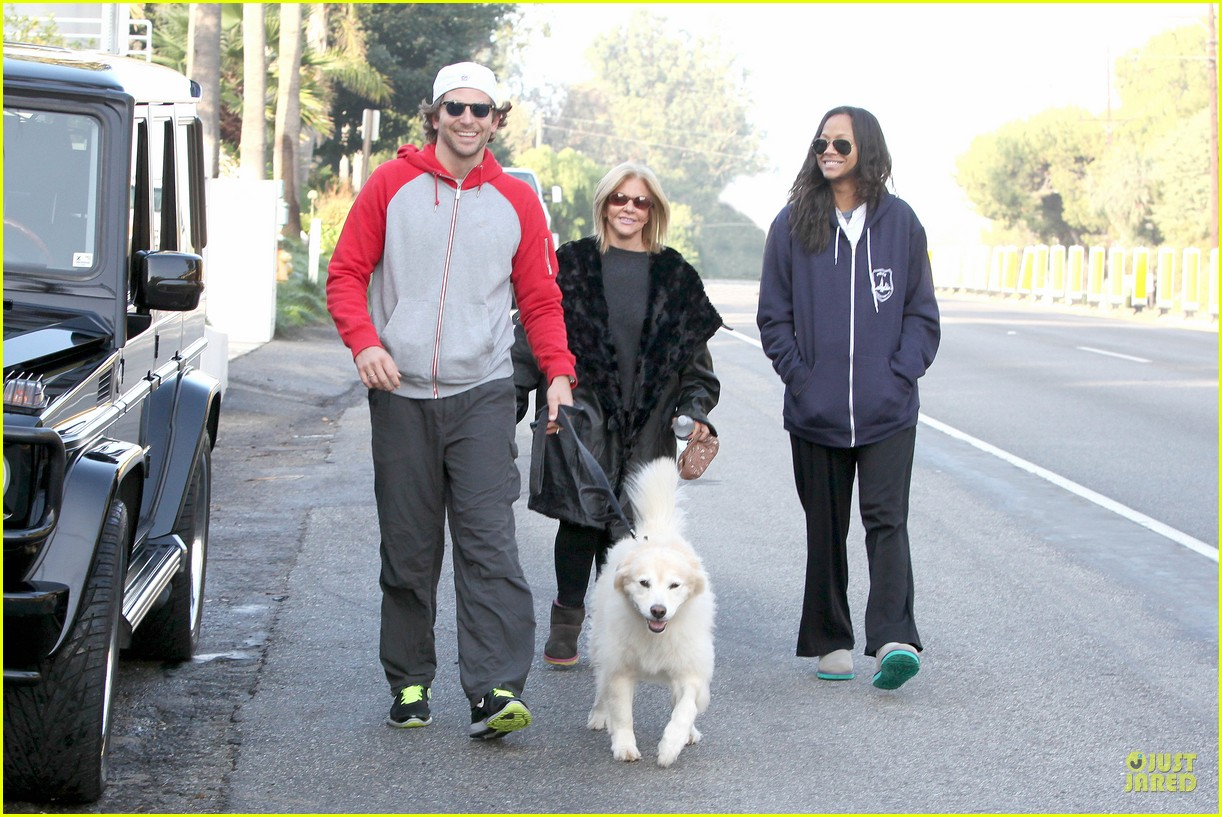 bradley cooper zoe saldana thanksgiving day outing 072763653