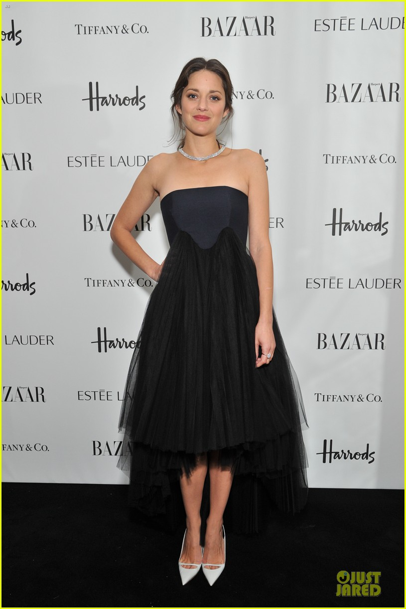 marion cotillard harpers bazaar woman of the year awards 01