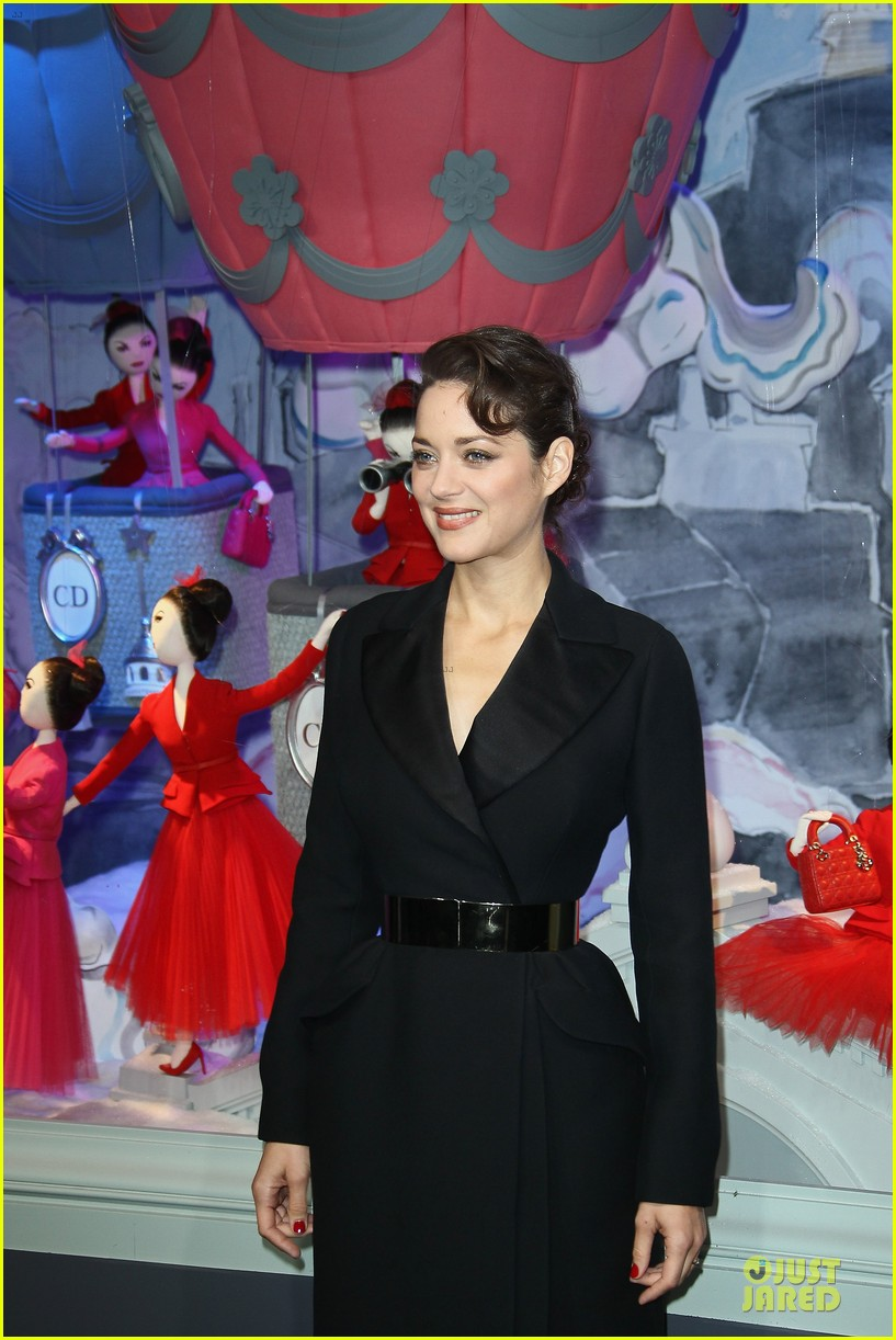 marion cotillard christmas illuminations launch 09