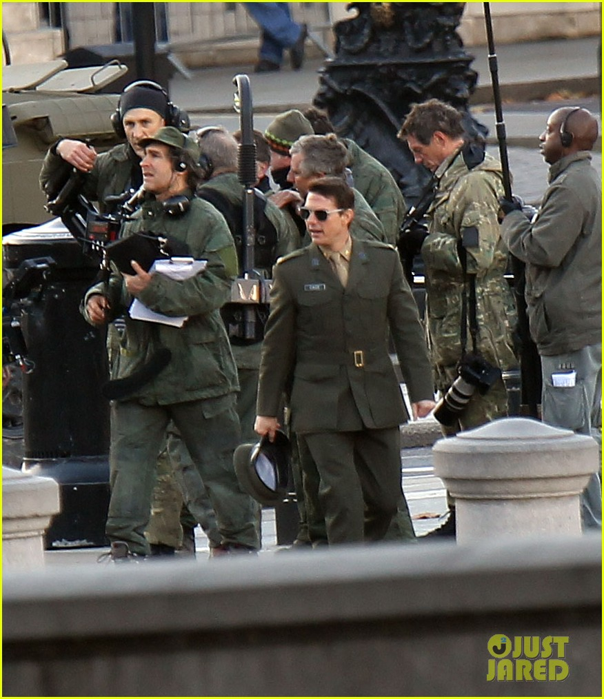 tom cruise military attire for all you need is kill 18