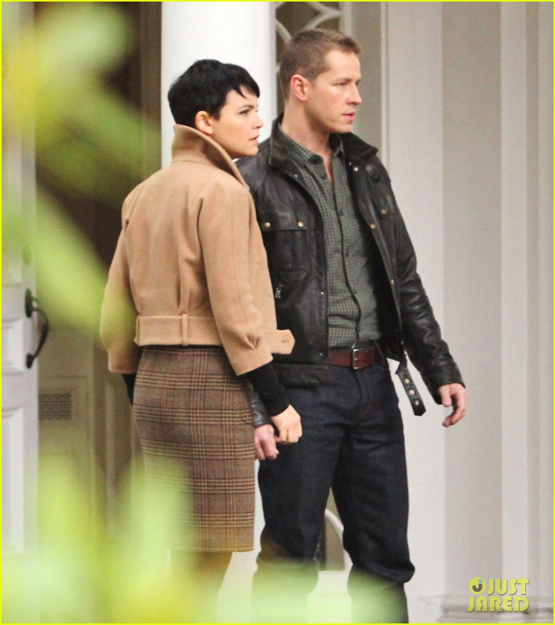 josh dallas protects ginnifer goodwin on once upon a time set 07