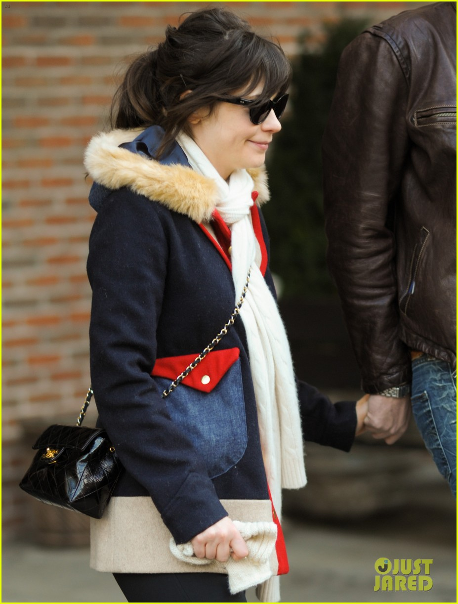 zooey deschanel jamie linden holding hands in nyc 02