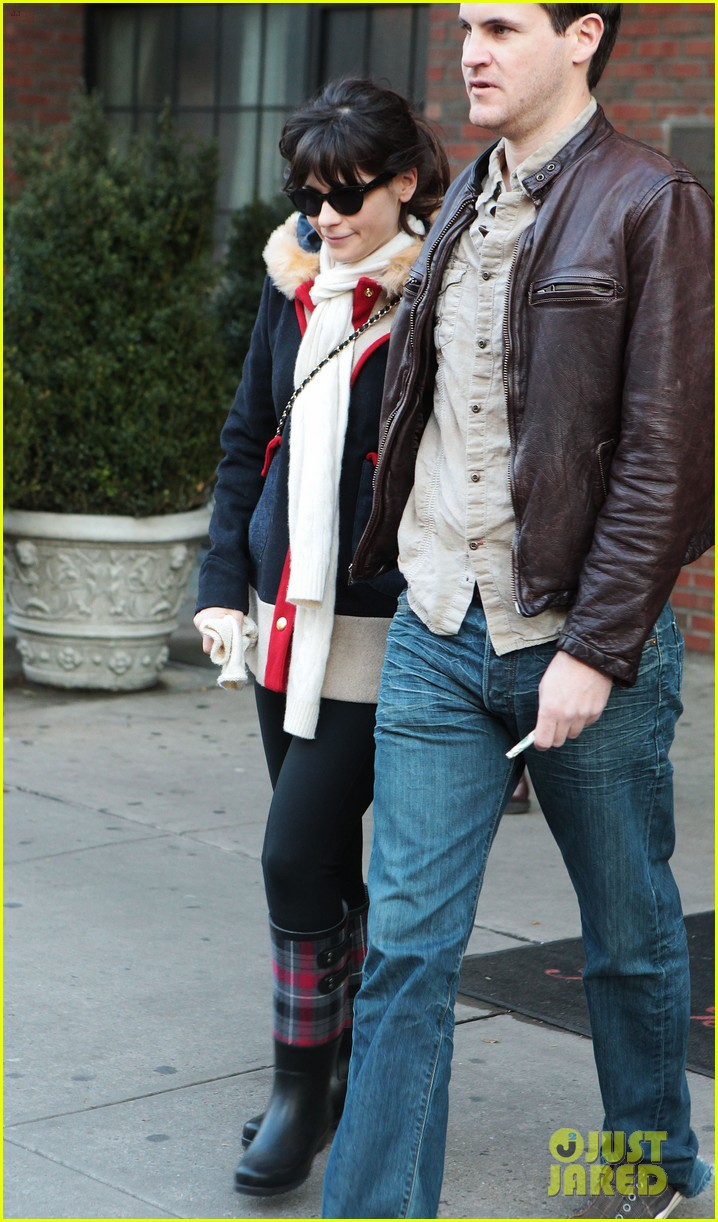 zooey deschanel jamie linden holding hands in nyc 07