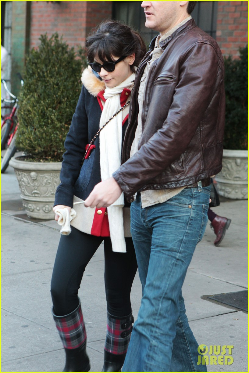 zooey deschanel jamie linden holding hands in nyc 11