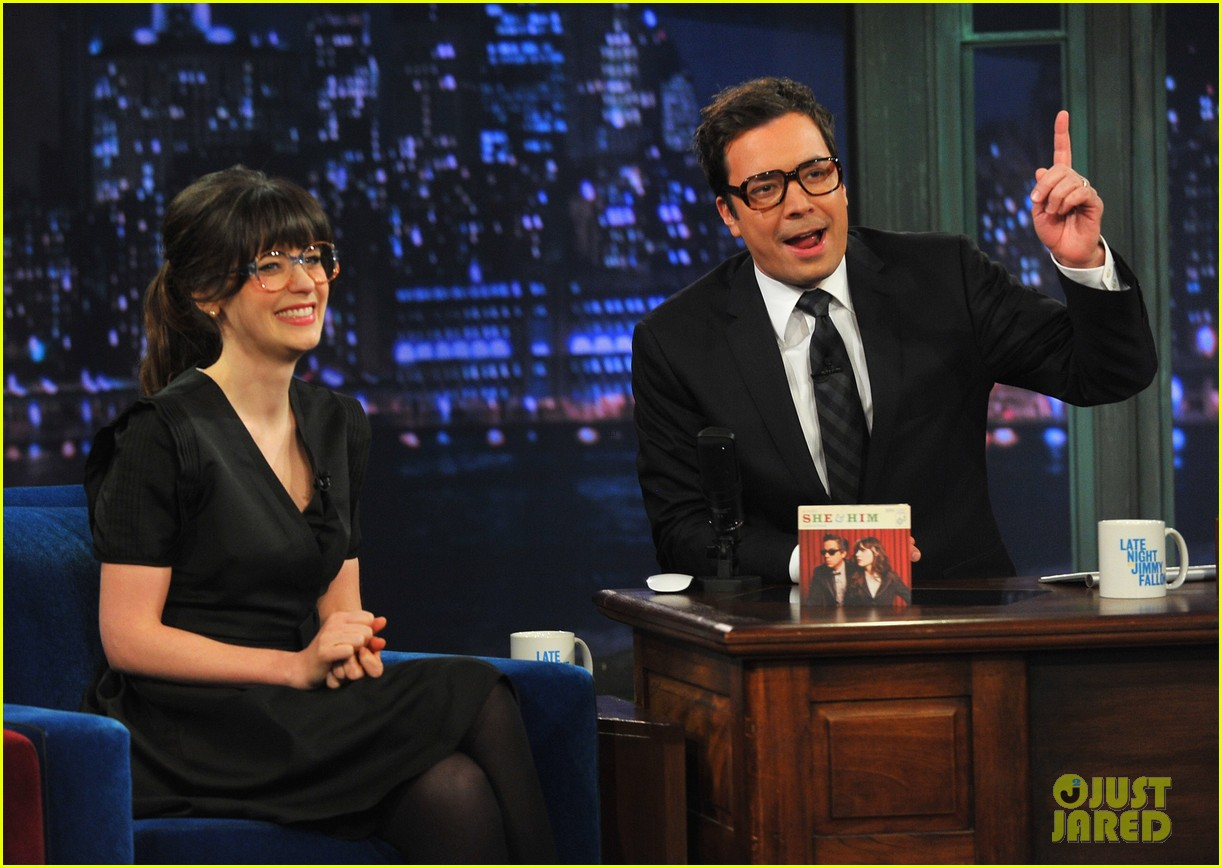 zooey deschanel late night with jimmy fallon appearance 03