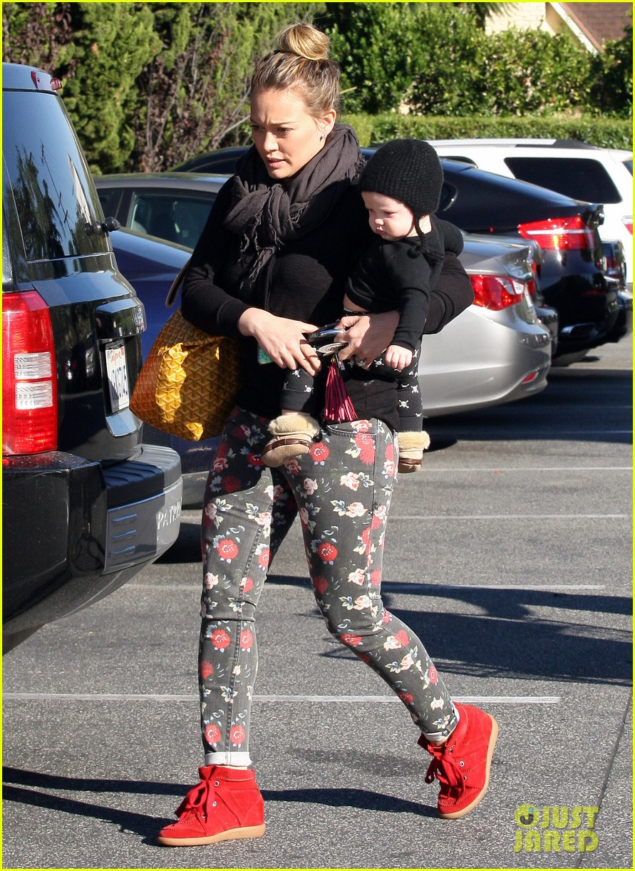 hilary duff bristol farms shopping with luca 03