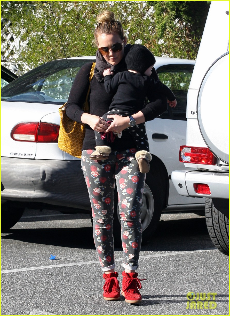 hilary duff bristol farms shopping with luca 06