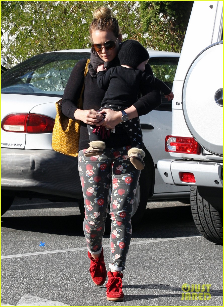 hilary duff bristol farms shopping with luca 07