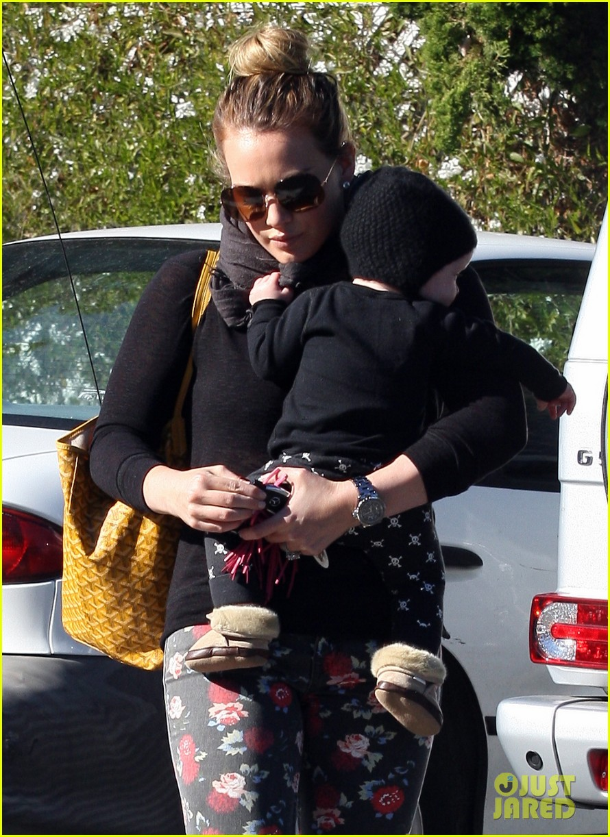 hilary duff bristol farms shopping with luca 08