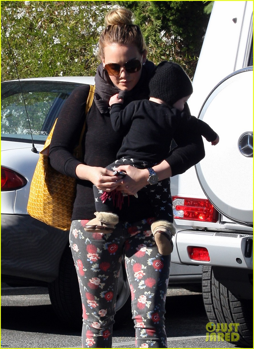 hilary duff bristol farms shopping with luca 10