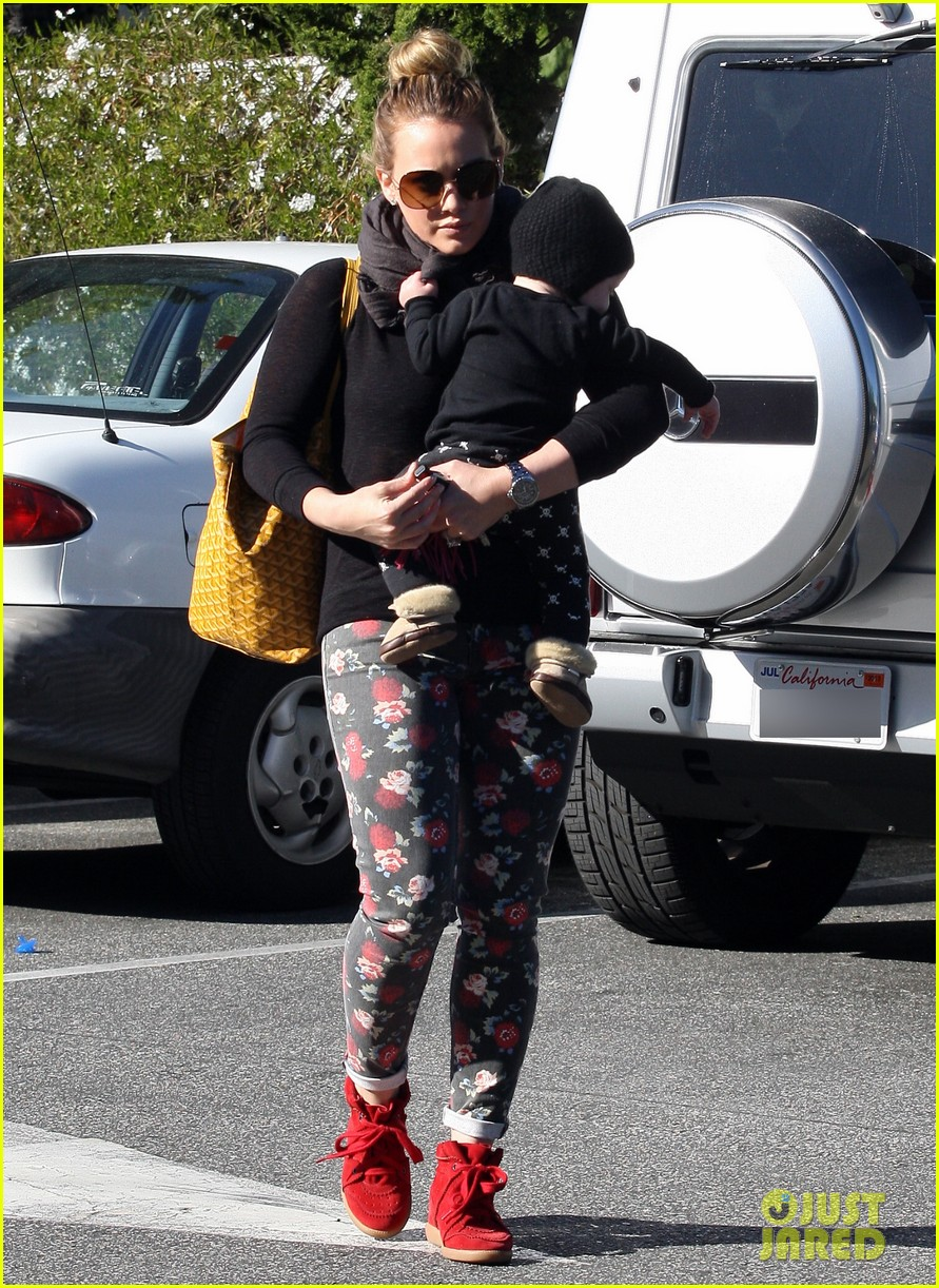 hilary duff bristol farms shopping with luca 11