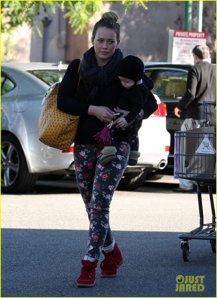 hilary duff bristol farms shopping with luca 17